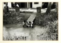 artists/Fearon, Greg/thumb/Fearon, Greg - Laundry Girl.jpg