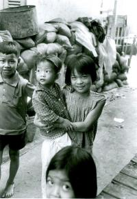 artists/Fearon, Greg/thumb/Fearon, Greg - Title Unknown (Girl Holding Baby).jpg