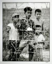 artists/Hasler, Ted/thumb/Hasler, Ted - Four Boys Behind Barbed Wire.jpg